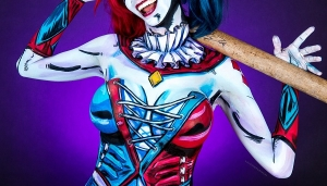 Woman Transforms Into Harley Quinn Using The Power Of Full